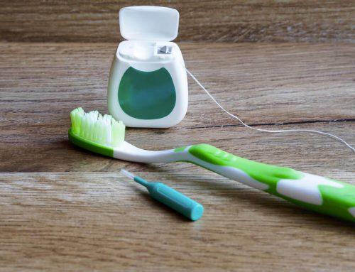La importancia de la limpieza correcta del implante dental